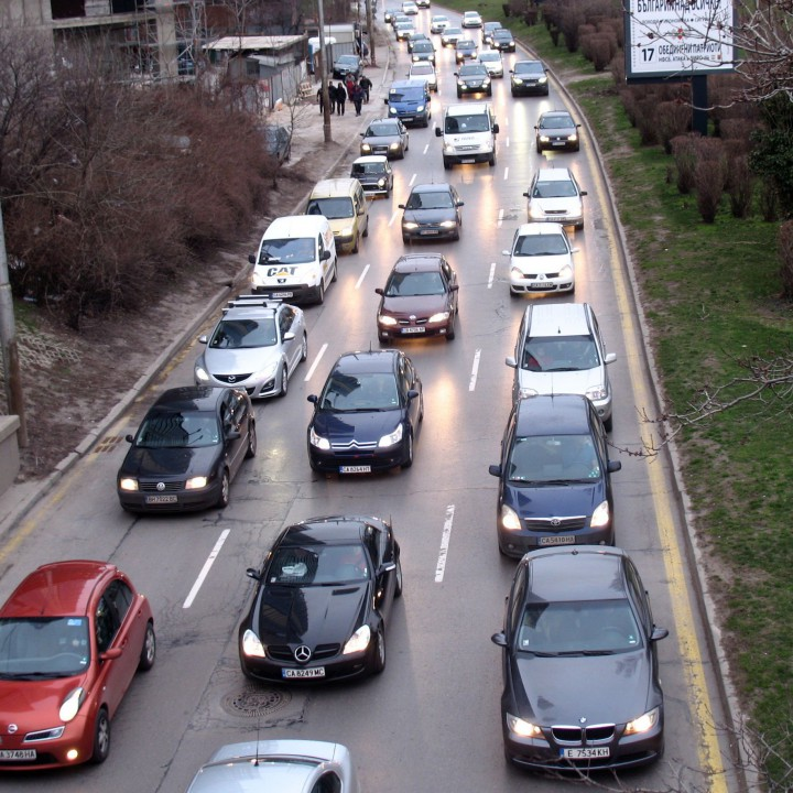 1,6 млн. леки коли над 20 години се движат у нас