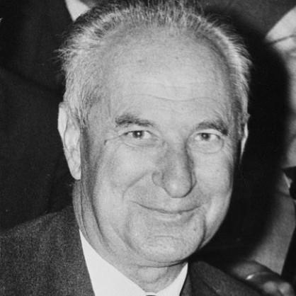 Гастон Дефер, виден френски политик от втората половина на XX век