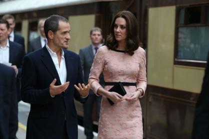 Катрин и принц Уилям на гара Падингтън