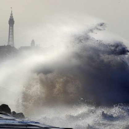 Мощна буря връхлетя Западна Европа
