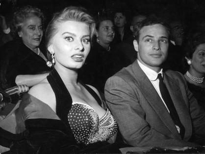 София Лорен и Марлон Брандо (1957)