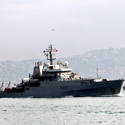 Британски военен кораб в Босфора