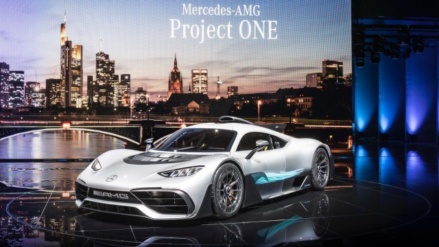 Mercedes-AMG Project ONE е вече на пътя