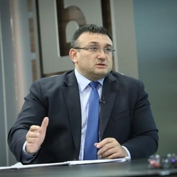 Не е ясно дали двамата са избягали с автомобил, каза Младен Маринов